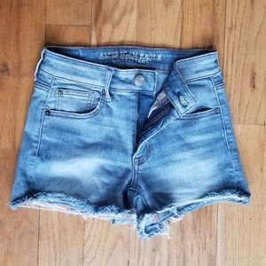AMERICAN EAGLE GREAT COND STRETCH RIPPED SHORTS